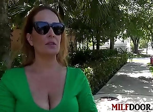 Hunt That Pussy With Milf Elexis Monroe