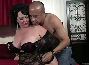 Fat mature woman is ready for great banging in bed