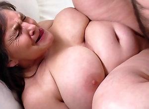 Guarda Mature BBW ass filled by BBC su il miglior sito di porno.
