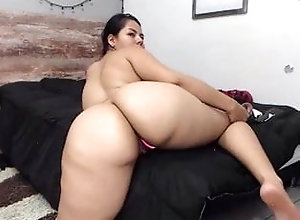 Sexy Thick Latina With Fat Booty Shows Off For Camera